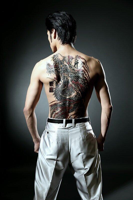 舞台「龍が如く」桐生一馬「応龍の刺青」ビジュアルが公開、Web限定CMも