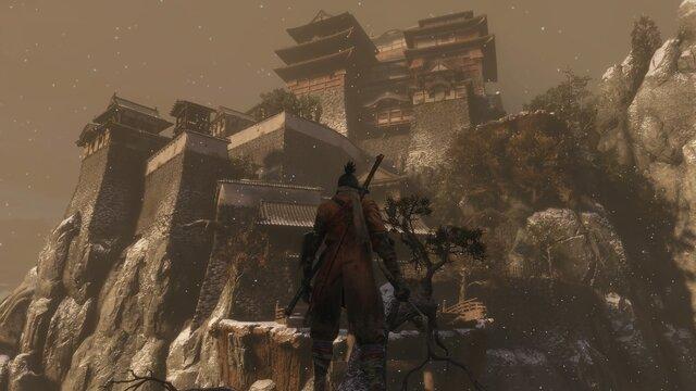 葦名城の背面は断崖、そう簡単には忍びこむことはできません。